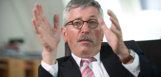 21 MAY 2008, BERLIN/GERMANY: Thilo Sarrazin, SPD, Finanzsenator Berlin, waehrend einem Interview in seinem Buero Senatsverwaltung fuer Finanzen IMAGE: 20080521-01-035