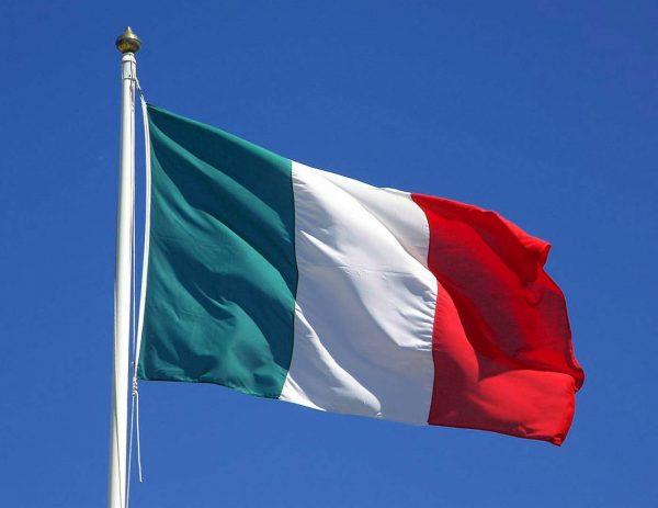italian-flag-waving